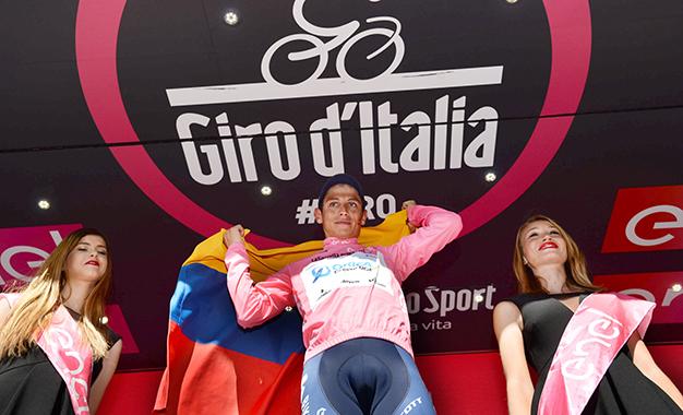 O colombiano Esteban Chaves é o novo maglia rosa