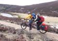 Cavallari de tandem no trekking mais difícil da Grã-Bretanha