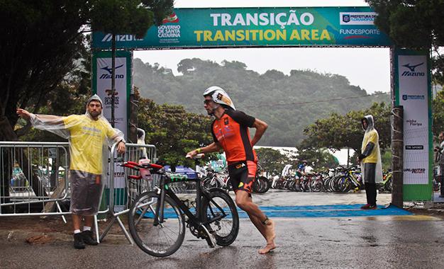 Na área de transição do Ironman Florianópolis