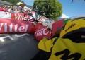 Tour de France: pórtico inflável cai e atinge ciclista no último km
