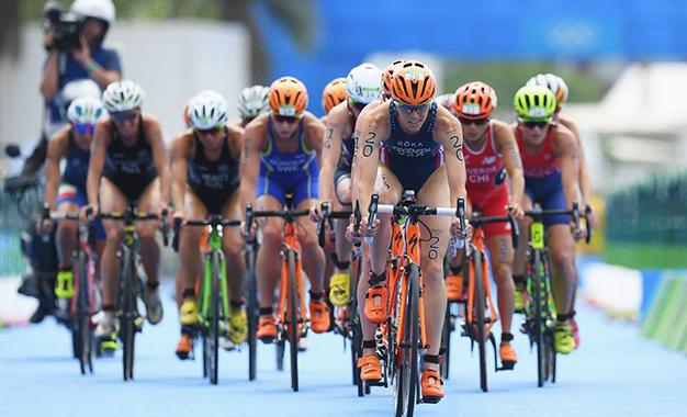 Pelotão na prova de ciclismo