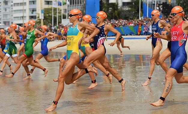 A largada da natação do triathlon dos Jogos Rio 2016