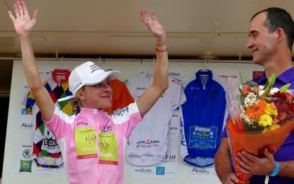 Flávia Oliveira é a campeã do Tour de Ardeche, na França