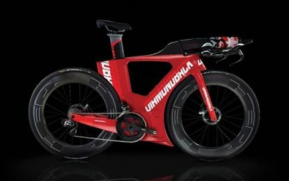 Nova bike de triathlon inova com carenagem no quadro e três porta-objetos