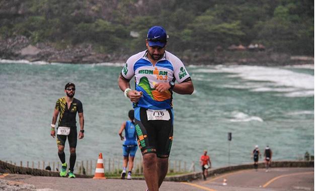 Triatletas na prova de corrida do Ironman Rio de Janeiro 70.3