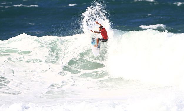 Prova multiesportiva conta com disputa de surf