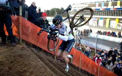 Copa do Mundo de Ciclocross: Van Aert e Marianne Vos vencem 7ª etapa