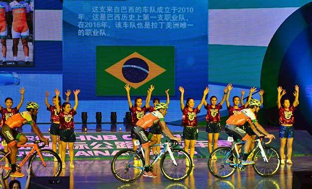 Funvic na apresentação das equipes em prova na China Foto: Luis Claudio Antunes
