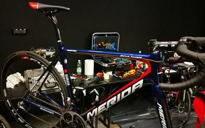 Nibali mostra a nova bike para a estreia na equipe do Bahrein