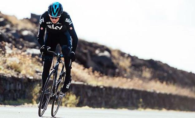 Froome com a nova bike Dogma F10 em Mallorca