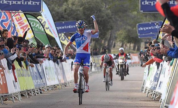 Pinot na vitória da etapa rainha, com Contador em segundo