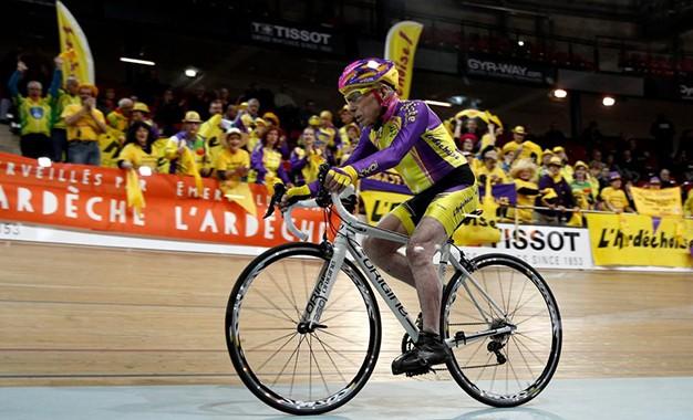 Ciclista de 105 anos está melhor que a maioria dos cinquentões