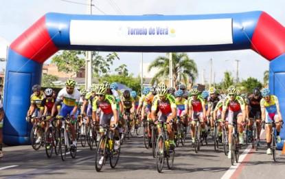 Roberto Pinheiro e Camila Coelho lideram o Torneio de Verão