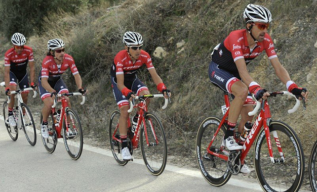 Trek-Segafredo protege o líder Contador