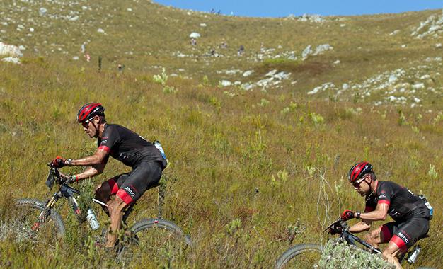 Hincapie e Cadel Evans na 1ª etapa Foto: Greg Beadle/Cape Epic/SPORTZPICS