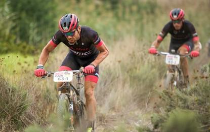 Cape Epic: Cadel Evans e Hincapie vencem pelo 2º dia seguido