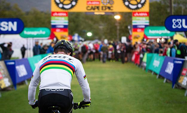 Nino Schurter na vitória da etapa Foto: Nick Muzik/Cape Epic/SPORTZPICS