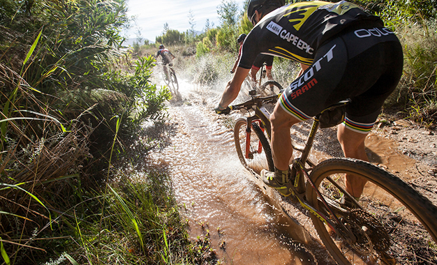 Cape Epic garante título inédito para Schurter, em sua quarta vez na ultramaratona Foto: Sam Clark/Cape Epic/SPORTZPICS