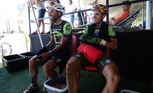 Avancini e Fumic aguardam o resultado do prólogo Foto: Shaun Roy/Cape Epic/SPORTZPICS