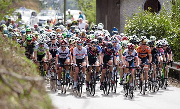 Pelotão do Trofeo Alfredo Binda, do calendário UCI WorldTour feminino, na Itália