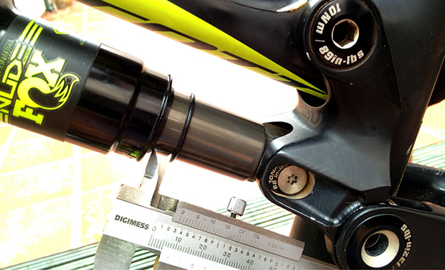 Nas bikes full suspension o procedimento pode ser feito em ambas suspensões