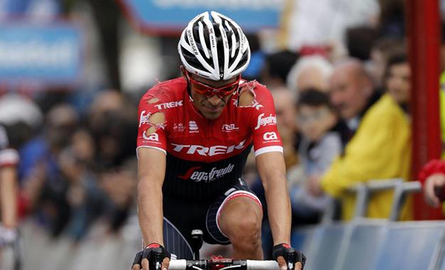 País Basco: Contador sobrevive a queda, duas trocas de bike e pneu furado