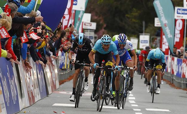 Scarponi, aos 37 anos, no sprint do Tour dos Alpes