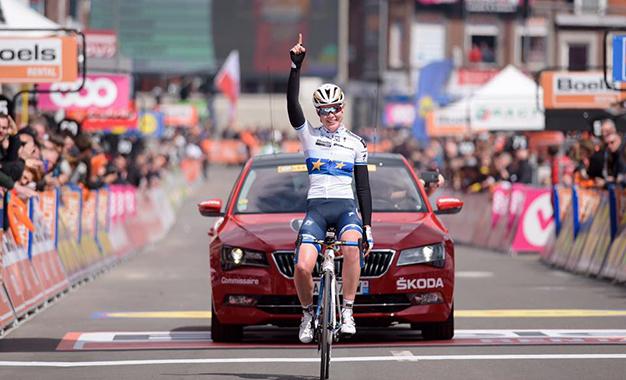 Anna van der Breggen cruzou com vantagem de 17 segundos a Liege-Bastogne-Liege