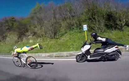 Superman italiano voa de fixa e ultrapassa moto em novo vídeo