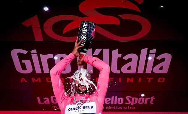 Gaviria comemora a conquista da maglia rosa