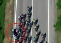 Giro: moto da polícia provoca queda na 9ª etapa; veja vídeo