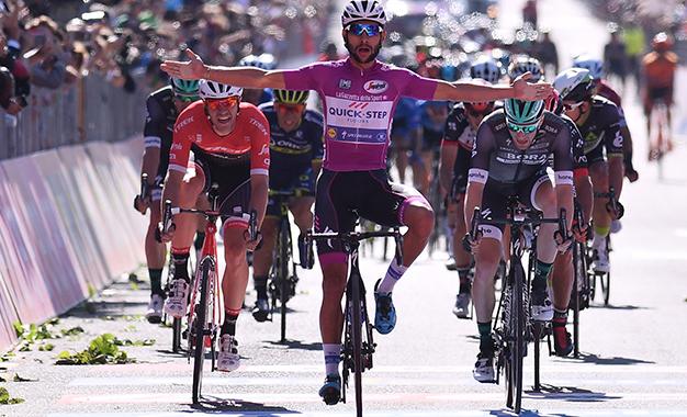 Gaviria comemora a vitória da 13ª etapa do Giro