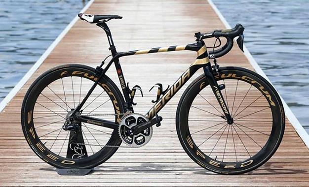 Giro D'Itália: a Scultura com detalhes em ouro de Vincenzo Nibali