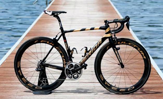 Bike para Nibali com detalhes em ouro