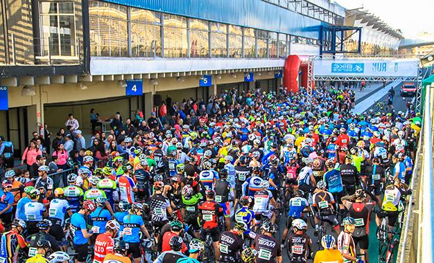 Largada com mais de 800 ciclistas (Sergio Borges/Bike Series)