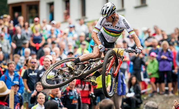 Nino Schurter na disputa em Lenzerheide, na Suíça