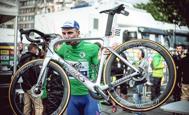 Kittel e sua bike com freios a disco