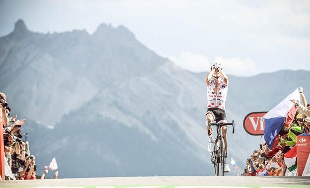 Tour de France: Barguil domina Col d'Izoard com vitória solo