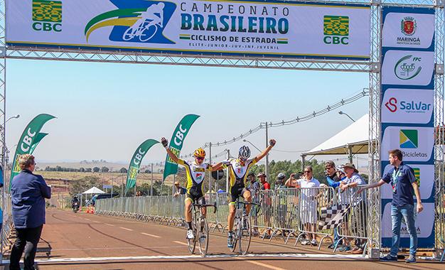 Arthur Simeoni e Danilo Carvalho Filho na chegada da categoria Juvenil Foto: Wesley Kestrel/CBC