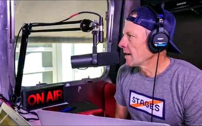 Mesmo desconvidado, Lance Armstrong faz podcast de prova nos EUA