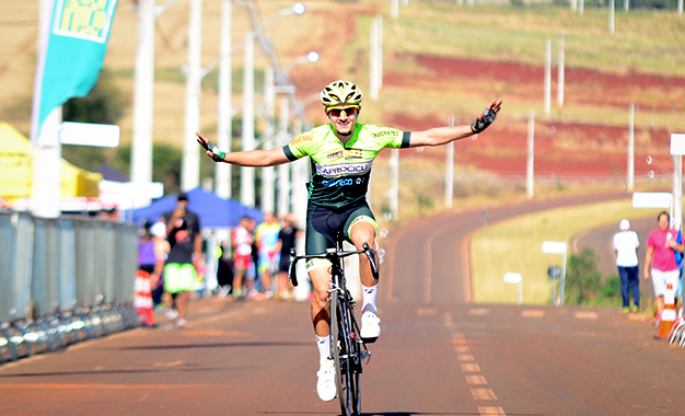 Luiz Guilherme Basso na vitória solo na Junior Foto: Luis Claudio Antunes/CBC