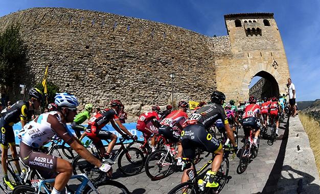 Vuelta: montanhas, chegadas ao alto e os desafios da 1ª semana