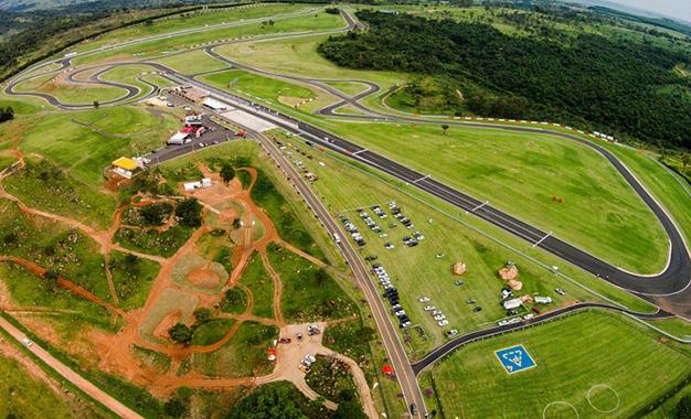 Vista aérea da pista