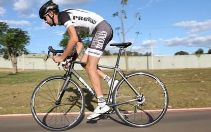 A técnica e as vantagens de pedalar em pé
