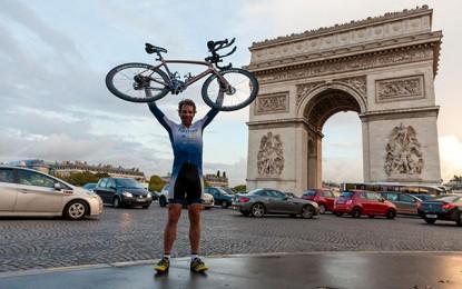 Escocês leva 78 dias para pedalar 29 mil km em volta ao mundo