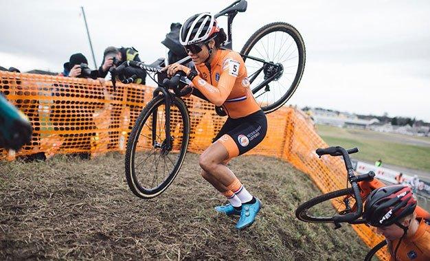 Mundial de Ciclocross: domínio da Holanda no primeiro dia de provas