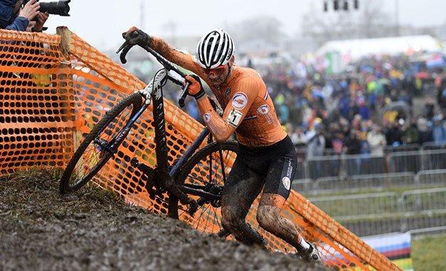 Ciclocross teme perder Van der Poel com novo calendário UCI