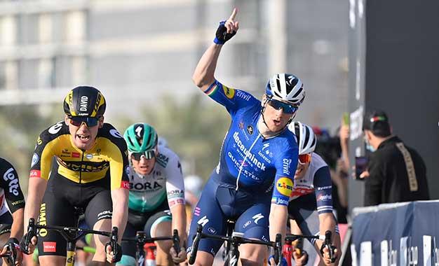 UAE Tour: Sam Bennett vence o sprint da 4ª etapa