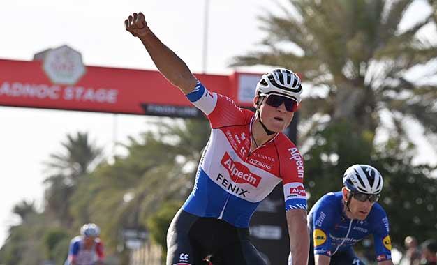 UAE Tour: Mathieu van der Poel vence 1ª etapa