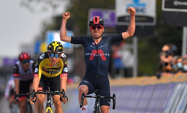 Tom Pidcock vence Wout van Aert na Brabantse Pijl